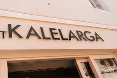 A rua famosa de Kalelarga assina dentro a parte velha da cidade em Zadar, Croácia Imagem de Stock