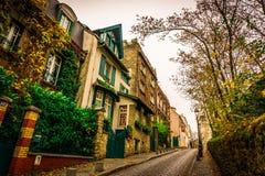 Rua fora do centro de cidade de Paris foto de stock