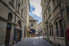 Rua grande velha da rua principal da cidade, Genebra Fotos de Stock Royalty Free