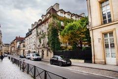 Rua histórica de Paris fotos de stock
