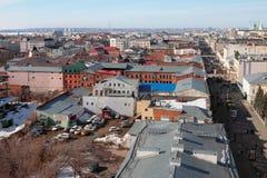 Rua histórica do centro e do pedestre Kazan, Rússia imagens de stock
