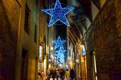 Rua iluminada do Natal em Florença imagem de stock