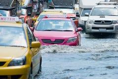 Rua inundada em Banguecoque imagens de stock
