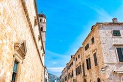 Rua larga principal em Dubrovnik em um dia de verão, Croácia foto de stock