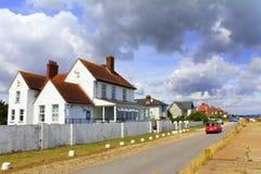 Rua litoral Kent United Kingdom da vila de Littlestone foto de stock royalty free