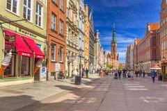 A rua longa da pista na cidade velha de Gdansk Foto de Stock Royalty Free