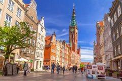 A rua longa da pista na cidade velha de Gdansk Fotos de Stock Royalty Free