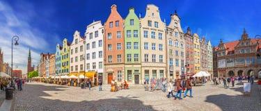 A rua longa da pista na cidade velha de Gdansk Imagens de Stock Royalty Free