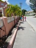 Rua, mãe e filhas de Barbados fotografia de stock