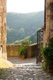 Rua medieval na cidade de Calcata fotos de stock royalty free