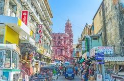 A rua movimentada do mercado de Pettah em Colombo imagens de stock