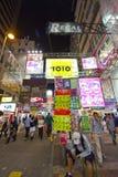 Rua movimentada em Hong Kong na noite Fotos de Stock