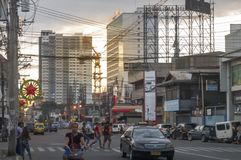 Rua movimentada em horas de ponta em JP Laurel Avenue em Davao Cit, Filipinas imagem de stock