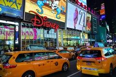 Rua movimentada perto do Times Square em New York City foto de stock royalty free