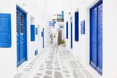 Rua na cidade de Mykonos, ilha de Mykonos, Cyclades, Grécia Foto de Stock Royalty Free