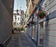 Rua na cidade de SaÌ€ssari, a ilha de Sardinia, Itália foto de stock royalty free