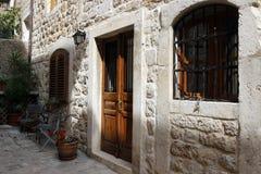 Rua na cidade pequena Dubrovnik, Croácia Fotografia de Stock Royalty Free
