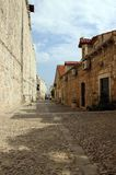 Rua na cidade pequena Dubrovnik, Croácia Fotos de Stock Royalty Free