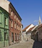 Rua na cidade velha, Bratislava, Eslováquia fotografia de stock