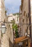 Rua na cidade velha de Dubrovnik Foto de Stock Royalty Free