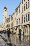 Rua na cidade velha histórica de Balcãs de dubrovnik croatia Imagens de Stock Royalty Free