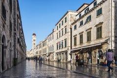 Rua na cidade velha histórica de Balcãs de dubrovnik croatia Imagens de Stock