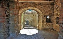 Rua na igreja fortificada em Biertan, Romênia fotografia de stock royalty free