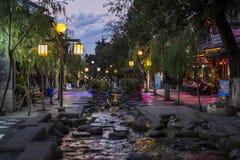 Rua na noite, Dali Old Town, província de Yunnan, China fotos de stock