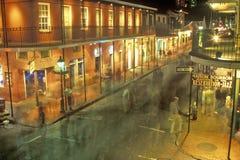 Rua na noite, Nova Orleães de Bourbon, Louisiana Fotos de Stock