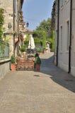 Rua na vila italiana Imagens de Stock Royalty Free