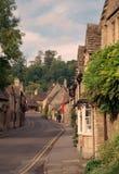 A rua no castelo Combe, Wiltshire Imagem de Stock Royalty Free