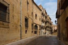 Rua no distrito velho Tortosa, Espanha Imagens de Stock