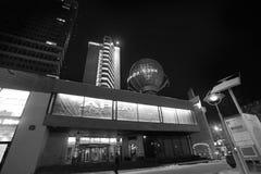 Rua nova de Arbat em Moscou na noite preto e branco Imagens de Stock Royalty Free