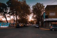A rua o Necochea, Buenos Airesil pode 6 de 2019 fotografia de stock
