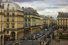 Rua parisiense em um dia nebuloso Fotografia de Stock