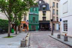 Rua parisiense pequena Fotografia de Stock Royalty Free