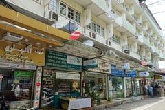 Rua pequena ao longo da estrada de Sukhumvit, Banguecoque Imagem de Stock