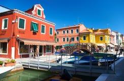 Rua pequena em Veneza Italy fotos de stock