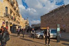 Rua perto da porta da cidade velha do Jerusalém, Israel de Jaffa Imagens de Stock Royalty Free