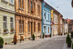Rua pitoresca em Brasov central, Romênia Fotos de Stock