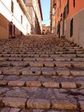 Rua pitoresca em Portoferraio, Itália foto de stock royalty free