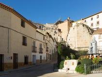 Rua pitoresca na cidade espanhola Chinchila de Monte-Aragon Fotografia de Stock