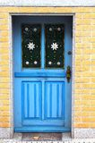 Rua-porta decorada com flores Imagens de Stock