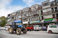 Rua principal da cidade de Tanah Rata, Cameron Highlands, malaios imagens de stock royalty free