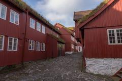 Rua principal em Tinganes, Torshavn, Ilhas Faroé, Dinamarca Imagem de Stock