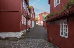 Rua principal em Tinganes, Torshavn, Ilhas Faroé, Dinamarca Fotos de Stock