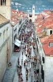 Rua principal na cidade velha de Dubrovnik Imagem de Stock