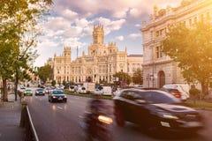 Rua principal no Madri - Cybele Palace Imagens de Stock Royalty Free