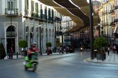 Rua quase empy no centro da cidade 8 de Granada foto de stock