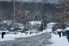 Rua residencial após uma tempestade de neve Fotos de Stock Royalty Free